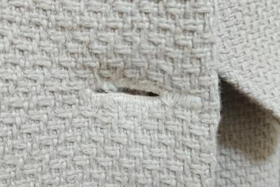 ボタンホールの前端を縫ったところ
