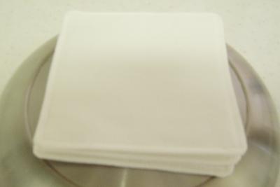 綿で作った白いコースター