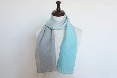 ギンネズとクサギ色のスカーフ