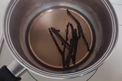 桜の枝から煮出す