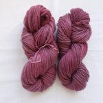蘇芳と藍染の重ね染めの毛糸