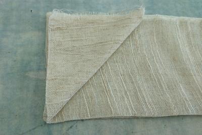 スカーフを折りたたんでアイロン