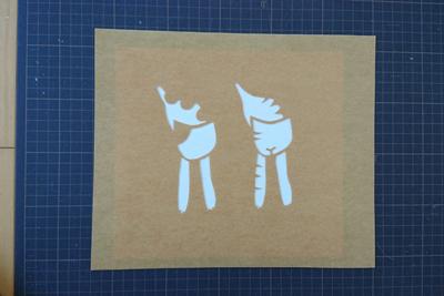 布の上に型紙を配置