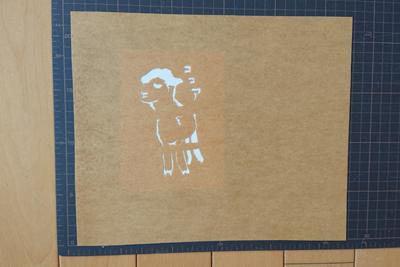 アルパカ型紙を布に配置