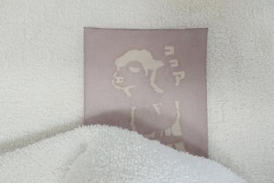 タオルで水分を吸収する
