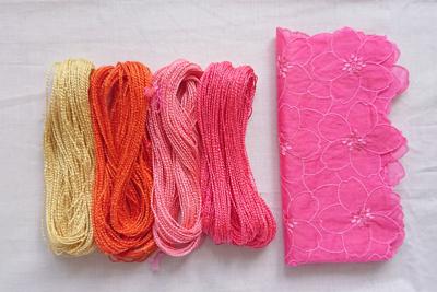 紅花染めの絹糸と綿のハンカチ