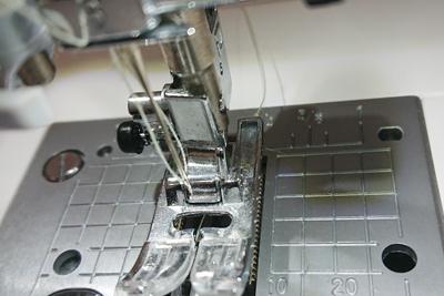 HZL-F400JPで糸を通したところ