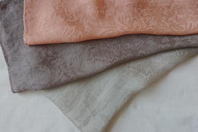 枇杷染めシルクスカーフ