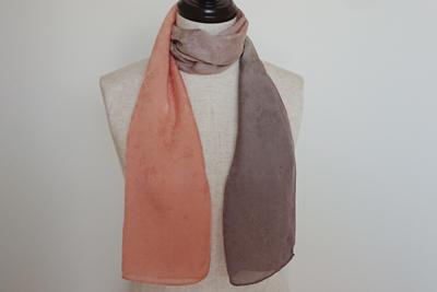枇杷染め絹のスカーフ