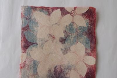 草木染めの型染めヤマボウシ