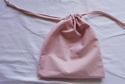 さくらんぼ染めのコットン巾着袋