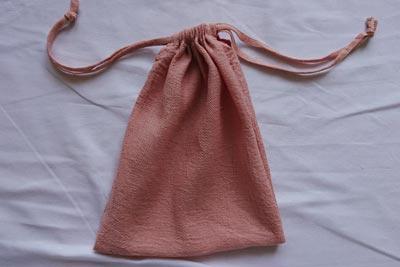 さくらんぼ染めのコットンガーゼ巾着袋