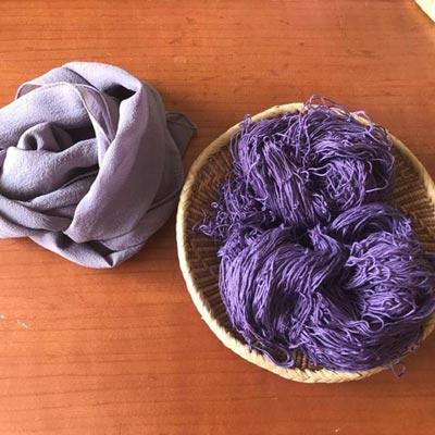 ブルーベリー染めのシルクスカーフと木綿糸
