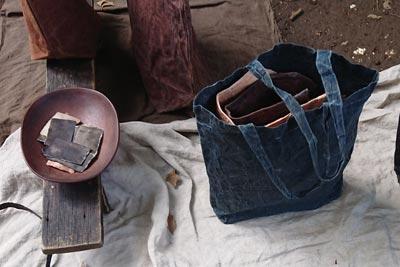 ショップカードと藍バッグ