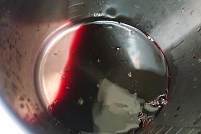 ヘマチンを熱湯で溶かす
