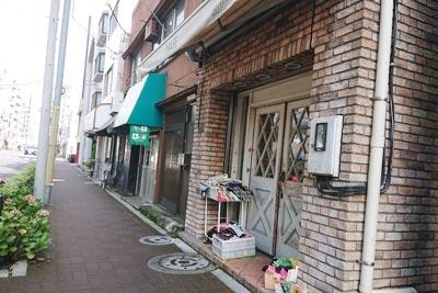 岩瀬商店の店舗外観