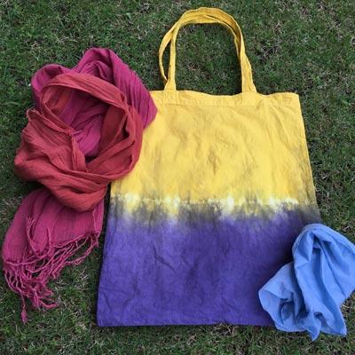 エンジュとログウッドの二色染めバッグとクチナシブルー染めシルクハンカチ