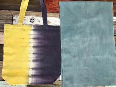ウコンとログウッドの重ね染めエコバッグとクチナシブルー晒し乾燥後の色