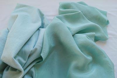 藍の生葉染めの色