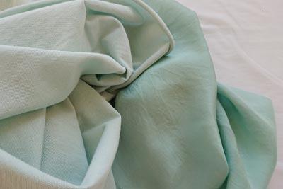 藍の生葉染めのコットンとシルク