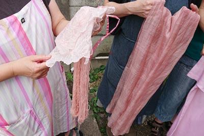 アボカド染めのハンカチと刺し子糸とストール