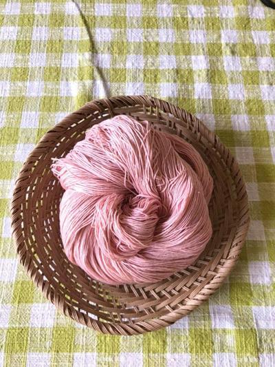アボカド染めの木綿糸