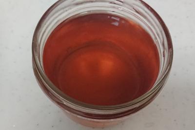 柿の枝染液2番液の色