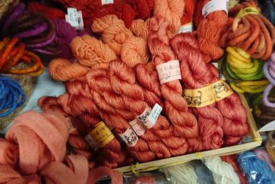 ブータンアカネの絹糸