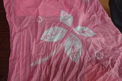 有松絞り体験のピンクのハンカチ
