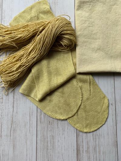 柿染めの刺し子糸と晒し、シルクの靴下