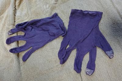 五倍子染めの木綿手袋