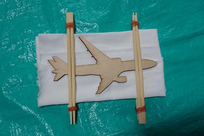 飛行機の板締め絞りの板