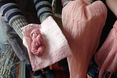 ビワ染めの刺し子糸と晒しと麻生地