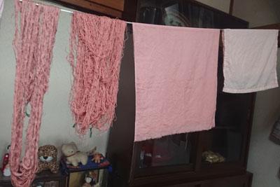 冬青染めの糸と布