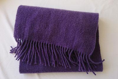 ログウッド染め毛糸のマフラー