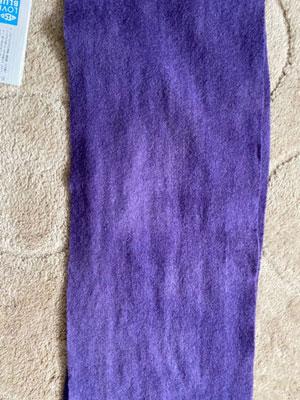 ログウッド染めウールマフラー乾燥後の色