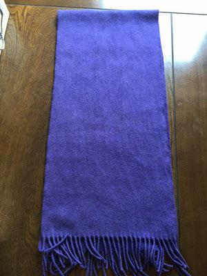 ログウッド染めカシミアマフラー乾燥後の色