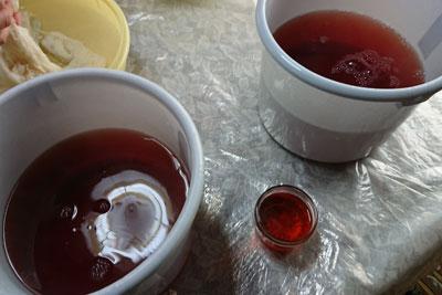 桜染めの染液の色