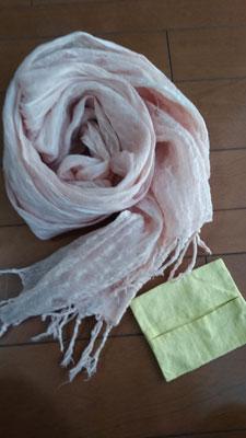 椿染めストールとポケットティッシュケース