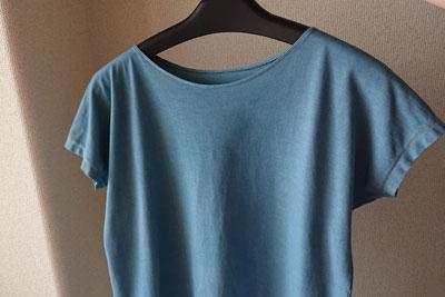 藍の生葉染めTシャツ