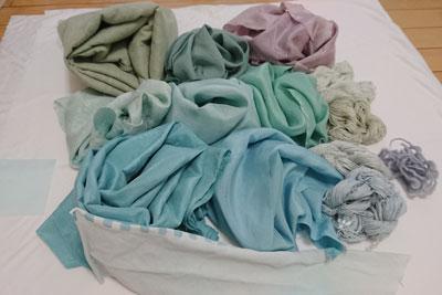 藍の生葉で染めた布