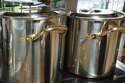 染料の抽出用の寸胴鍋
