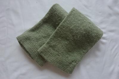 緑葉染めウール靴下
