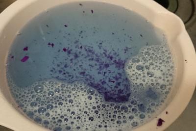 ボール洗浄時の水の青色