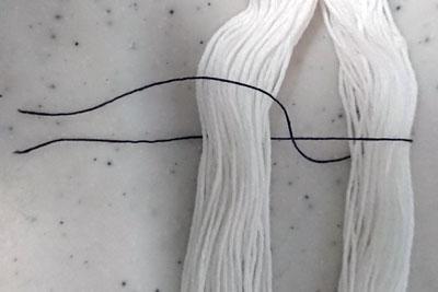 糸を2分割して別糸を通す
