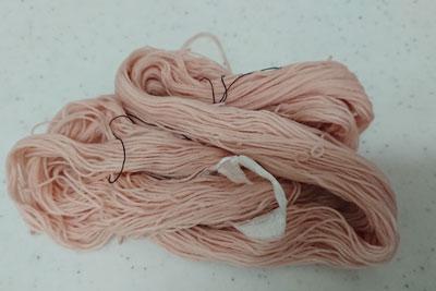 染まった刺し子糸