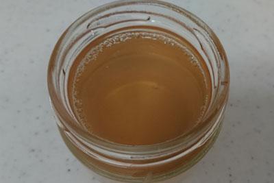 酸化マグネシウム入りアボカドの種1番液の色
