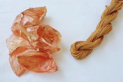 玉ねぎの皮で染めた綿糸