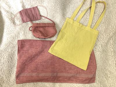 乾燥後の柿染め無印良品の布とアベノマスク