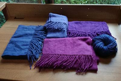 草木染めマフラーと毛糸